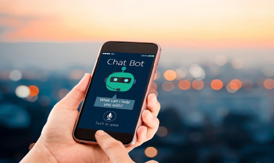 Chatbots interagindo no celular - atendimento de clientes